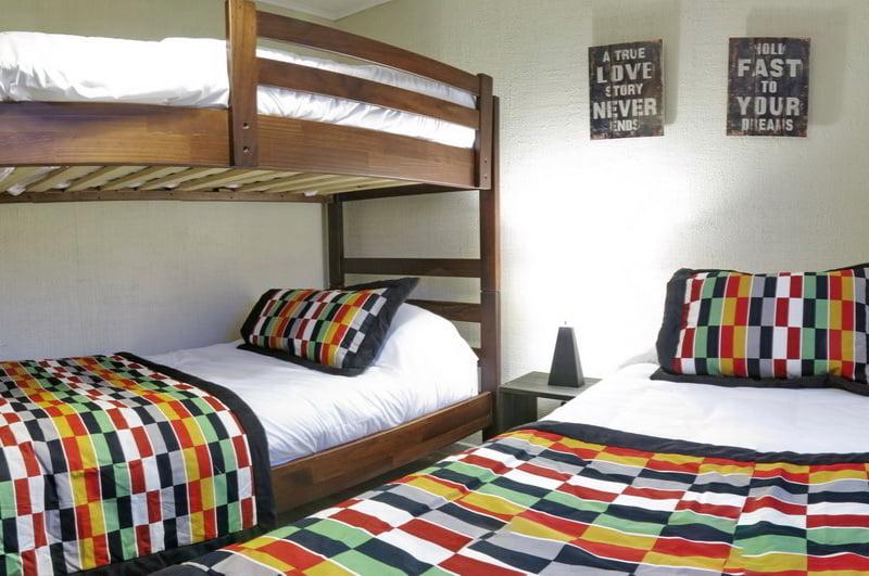 Superior | Cama matrimonial, camarote y cama individual